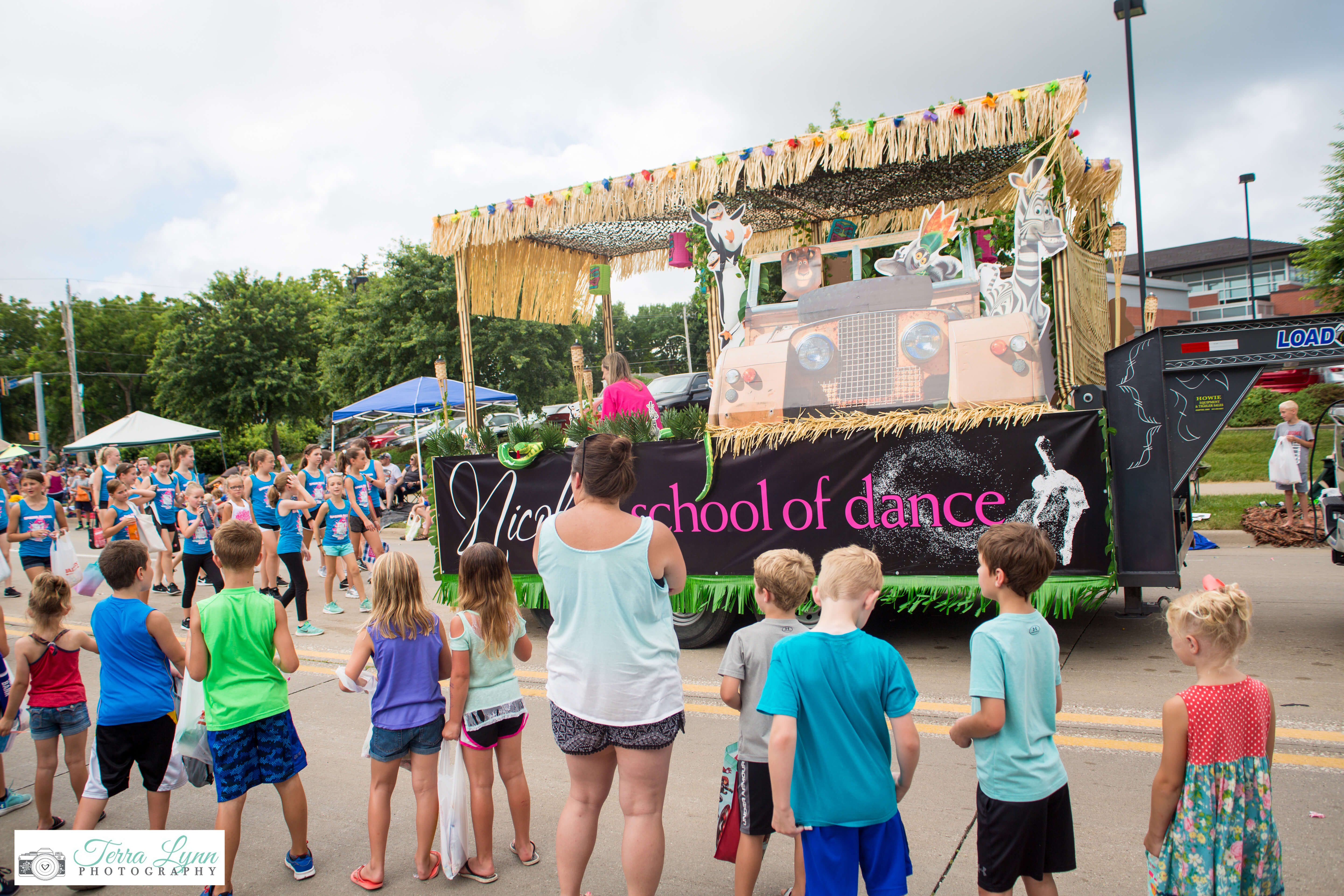 A picture of the Grand Parade float for Nicole's School of Dance.